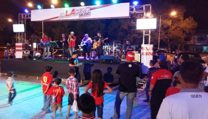 Ratusan Warga Berteriak Di Halaman City Mall Ketapang