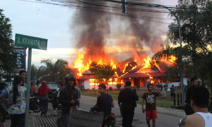 Kantor Bupati Melawi Ludes Terbakar