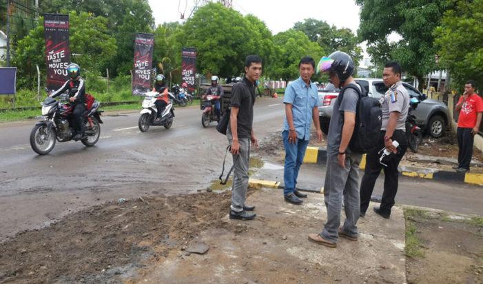 Jalan Yang Becek Samping Polres Akan di Perbaiki