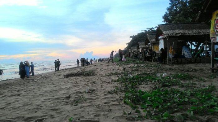 Pesona Indahnya Matahari Terbenam di Pantai Sungai Kinjil Pesisir