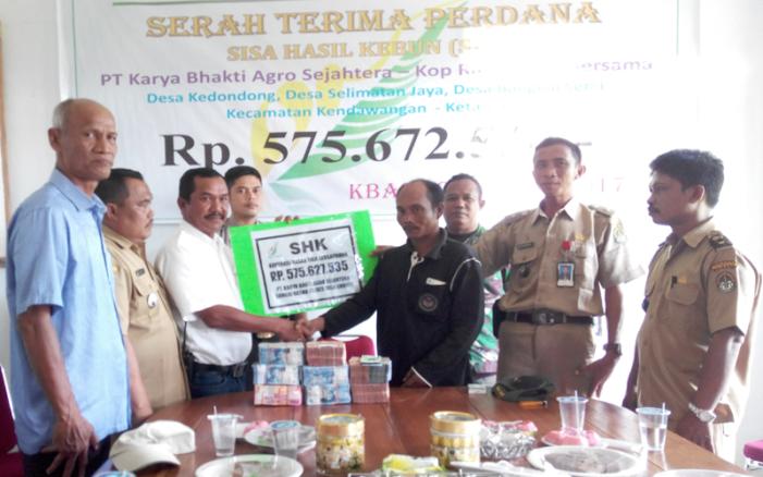 Dana SHK Perdana Untuk Kopbun Rasau Tiga Bersaudara