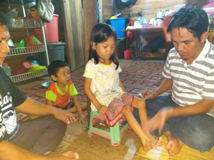 Berusia Delapan Tahun Dan Tujuh Tahun Dua Anak Tak Bisa Berjalan