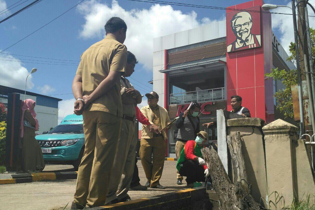 Pengecekan Limbah KFC