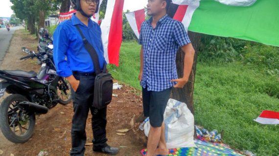 Berkah Penjual Bendera Menjelang HUT RI
