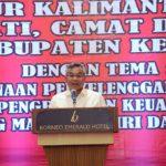 Bupati Martin Rantan SH memberikan arahan kepada seluruh Camat Kepala Desa dan pemdamping desa dalam raker Pemerintahan desa di Hotel Borneo Eemrald Ketapang