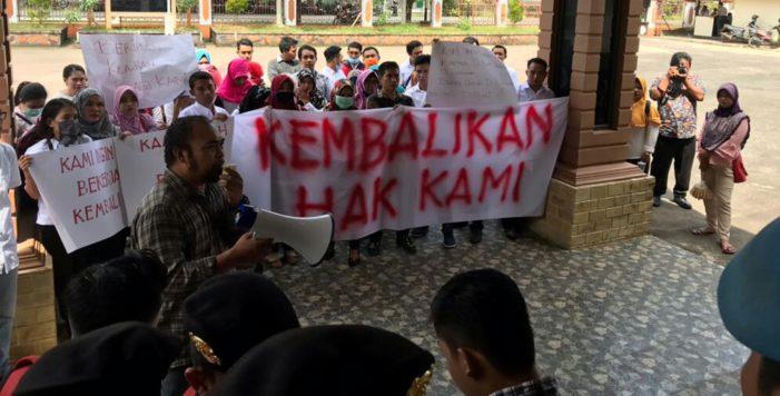 Aksi Damai Tenaga Kesehatan di Gedung Rakyat