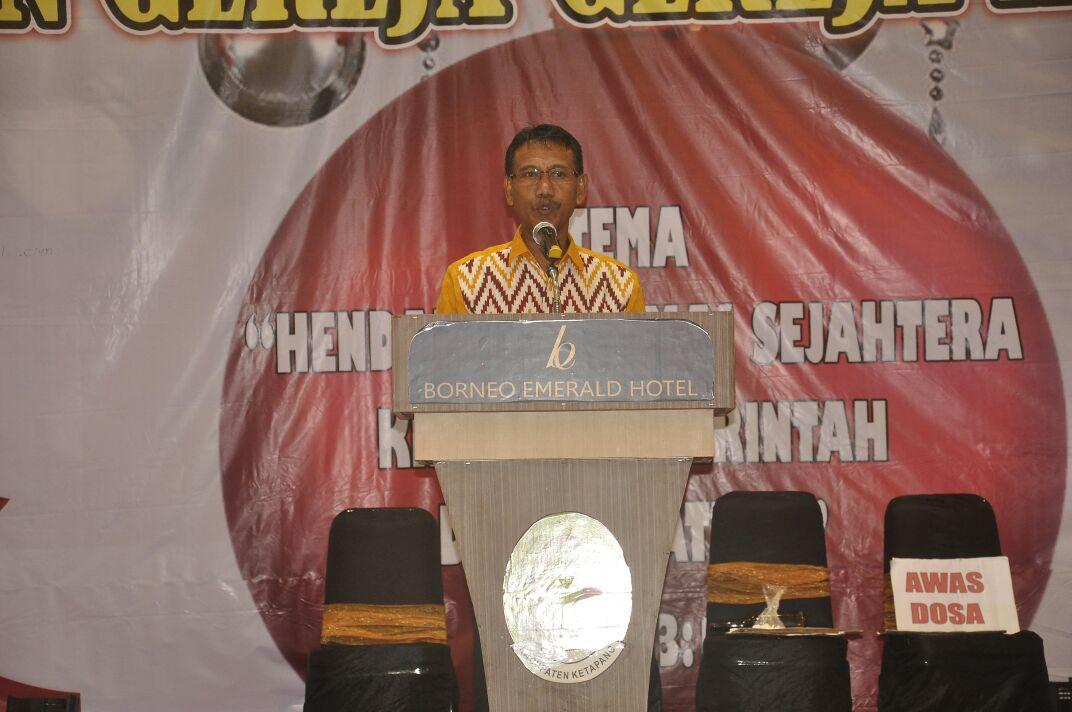 Asisten II Farhan SE.M.Si menyampaikan Sambutan Bupati pada perayaan Natal Oikoumene Persatuan Greja Kristen Kabupaten Ketapang (1)