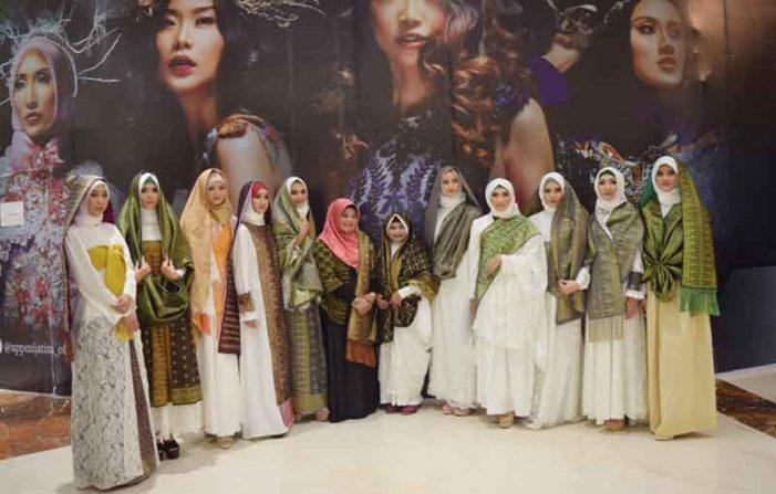 Tenun Sambas Ramaikan Fashion Nasional