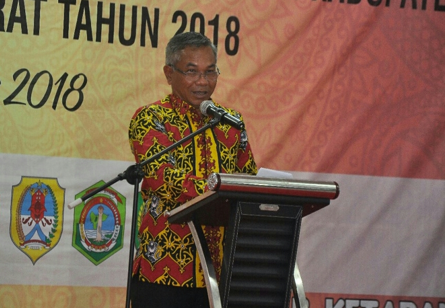 Bupati Martin Rantan SH.M.Sos memberikan sambutan pada acara malam ramah tamah Rakor BPKAD se Kalbar di Pendopo Bupati Ketapang-1-1