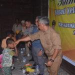 Kunjungan kerja Bupati Martin Rantan juga menyerahkan bantuan kepada warga desa Lubuk kakap kecamatan Hulu Sungai