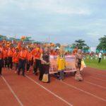 Kontingen Porprov Kabupaten Ketapang dalam mengikuti opening ceremoni parade atlet pembukaan Porprov ke XII di Stadion SSA Pontianak