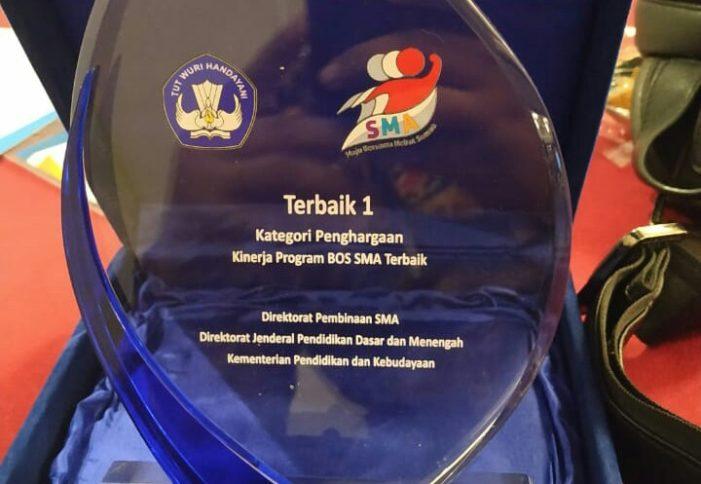 Disdikbud Kalbar Terbaik I Manajemen BOS Tingkat SMA 2018