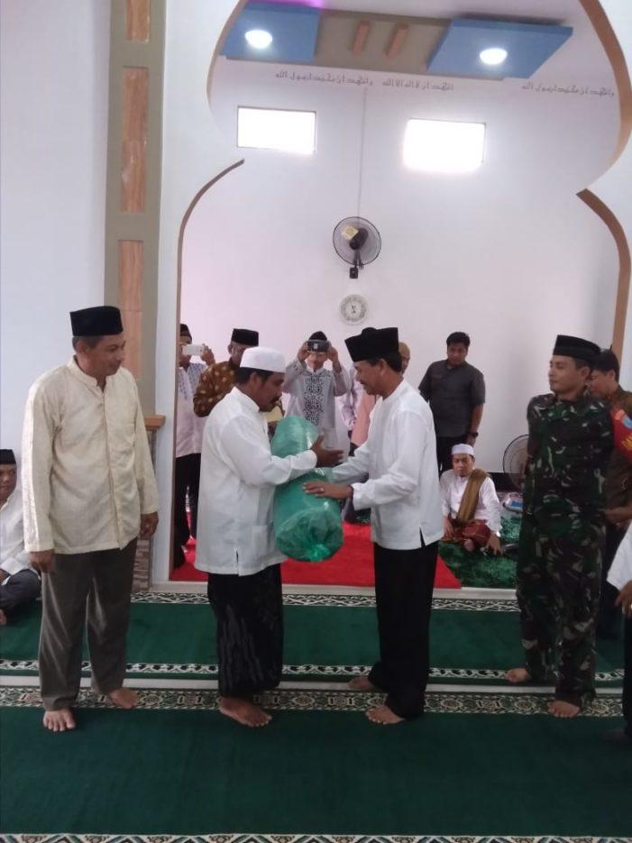 Safari Ramadhan, Pemkab Bantu Sajadah dan Porselen ke Surau Babusalam