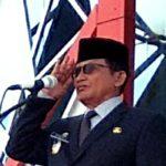 Wakil Bupati Ketapang, H Suprapto S saat memimpin upacara bendera peringatan hari lahir pancasila, Sabtu (1/6).