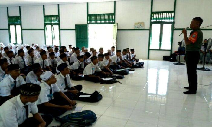 Kodim 1203 Berikan Materi PLS di SMA Simpang Hilir KKU