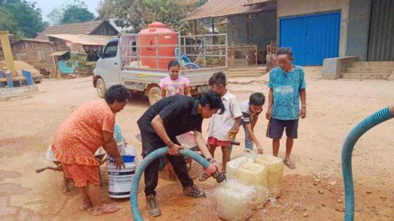 CV Putra Matan Beri Bantuan Air Bersih Kepada Warga Air Upas