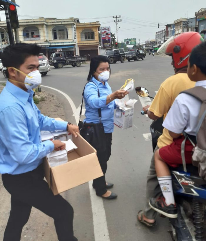 Udara Tercemar Asap Akibat Karhutla, PT HKI Bagikan Masker N95