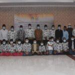 Asisten II bidang administrasi pembangunan Drs. H. Marwannoor, MM melepas kafilah MTQ Kabupaten Ketapang