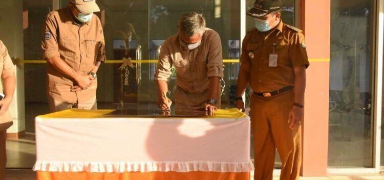 Bupati Ketapang Martin Rantan, SH.,M.Sos kembali meresmikan Puskesmas Riam, Kecamatan Jelai Hulu, Selasa, (15/09/20).