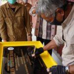 Bupati Ketapang Martin Rantan meresmikan pasar desa Piansak.