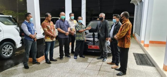 Bupati Non Aktif Martin Rantan Kembalikan Fasilitas Jabatan Kepada Pemerintah Daerah