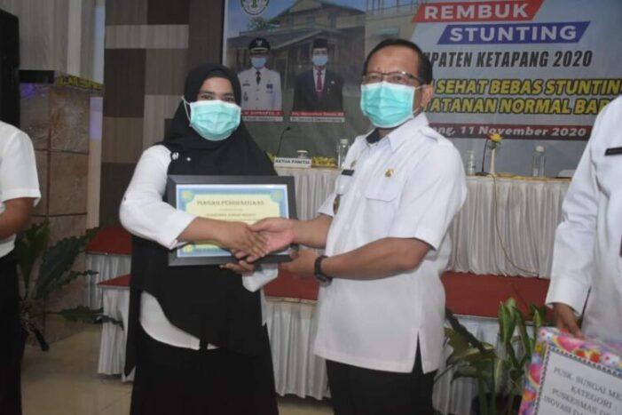 PLT. Bupati Beri Penghargaan Puskesmas Sungai Melayu Rayak