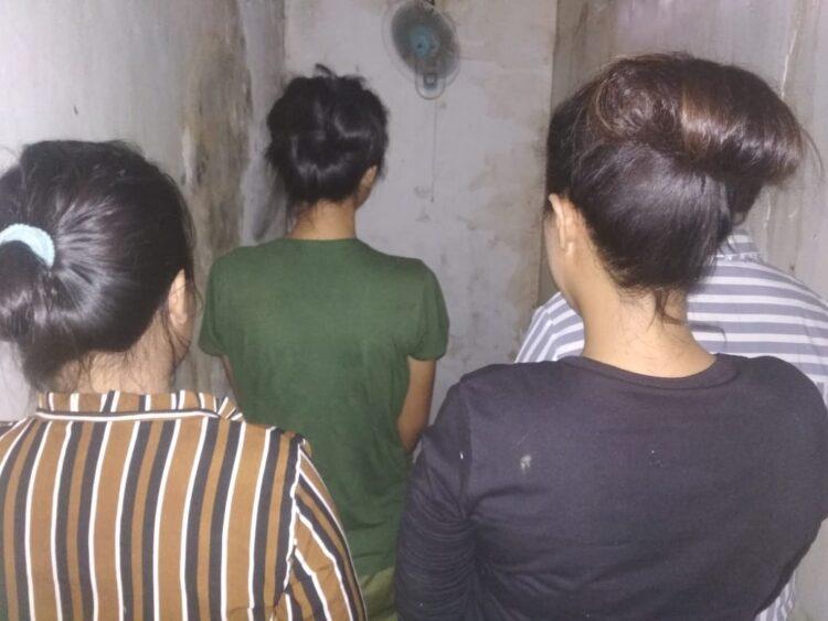 Para pelaku mucikari diamankan di Polres Ketapang.