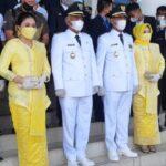 Bupati Ketapang  Marttin Rantan dan Wakjl Bupati H. Farhan beserta istri usai di lantik Gubernur Kalbar Sutarmidji.