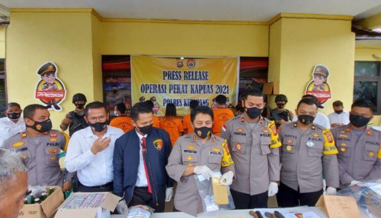 Press Release terkait pengungkapan tindak pidana kejahatan selama melaksanakan Operasi Penyakit Masyarakat (Pekat) Kapuas Tahun 2021 s
