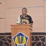 Bupati, Martin Rantan, SH.,M.Sos  menyampaikan sambutanya di Aula Rapat KPP Pratama Ketapang.