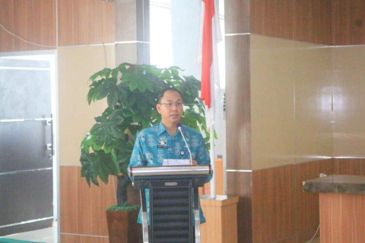 Asisten I Sekda Kabupaten Ketapang Bidang Pemerintahan Donatus Franseda AP.,MM membuka kegiatan pembinaan Teknks manajemen Bumdes.