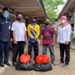 pekerja harian lepas atau tenaga hororer (Perkim LH) Ketapang menerima bantuan paket berupa extra voeding atau makanan tambahan serta paket sembako, Rabu (5/5).
