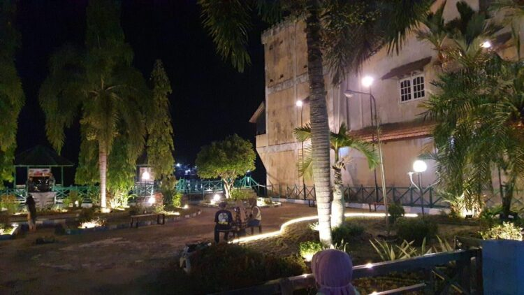 """Penampakan Taman Merdeka Ketapang Semakin """"Dipercantik"""""""