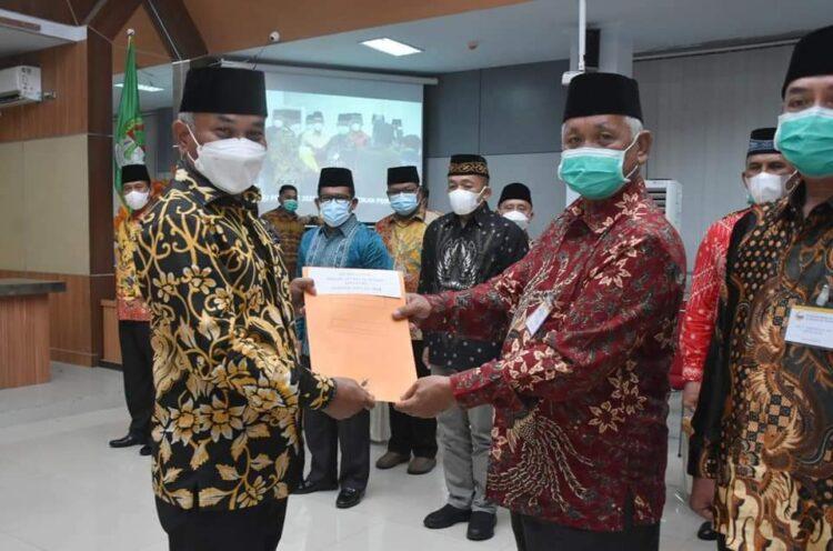 Bupati Ketapang Martin Rantan, SH.,M.Sos melantik Pengurus Yayasan Al-Ikhlas dan Pengurus Masjid Agung Al-Ikhlas.
